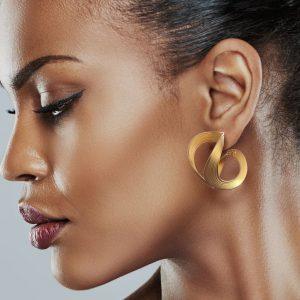 Gold Open Wavy Earrings